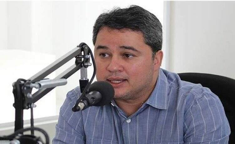 """""""Ricardo fez opções e a política é escolher lado"""", declara Efraim Filho"""