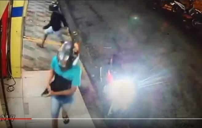 Dupla armada assalta mercadinho em Guarabira; vídeo